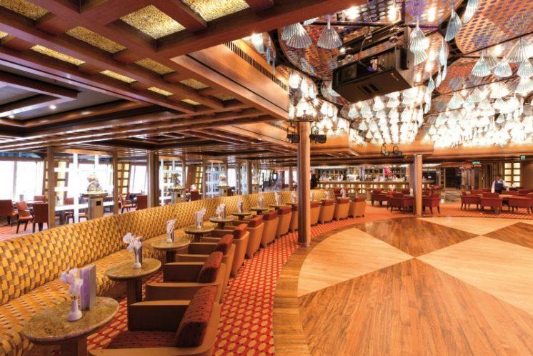 Costa Favolosa Bar