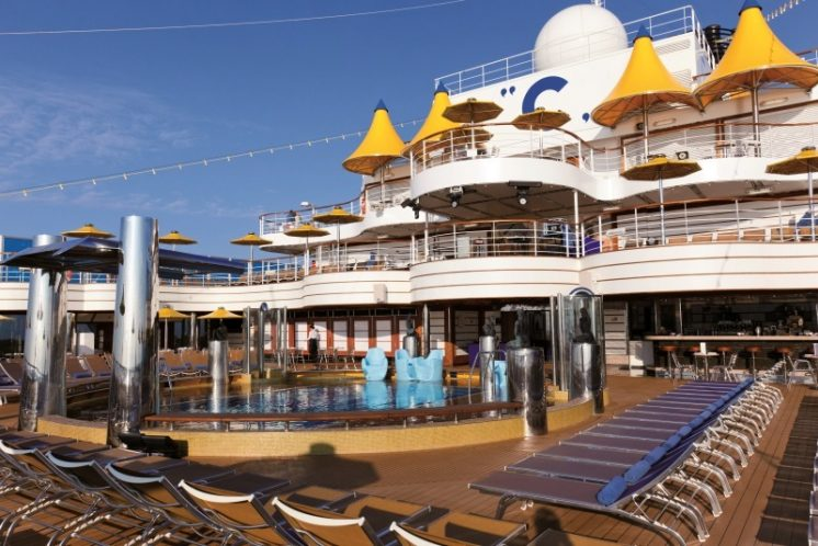 Costa Favolosa Pooldeck