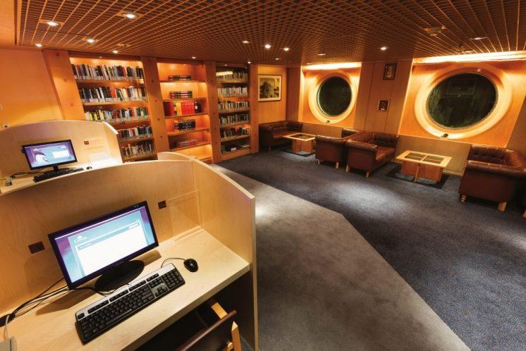 Costa neoRiviera Bibliothek