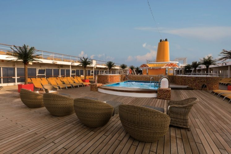 Costa neoRiviera Pooldeck