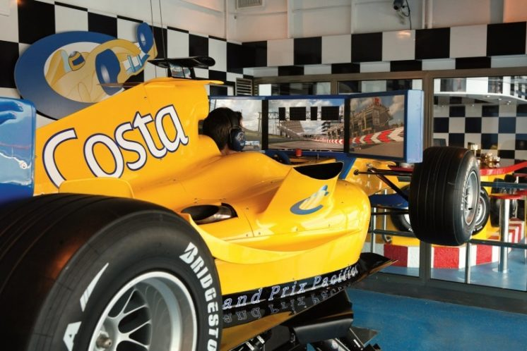 Costa Pacifica Rennwagensimulator
