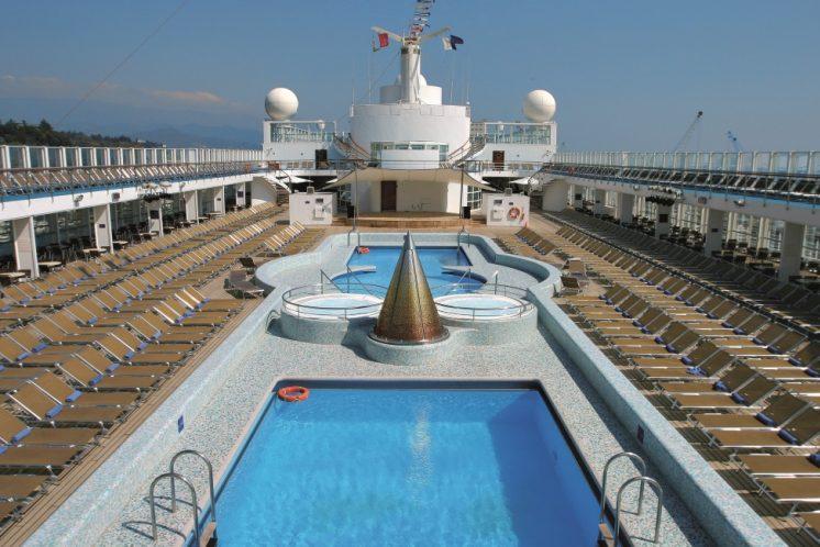 Costa Victoria Pool