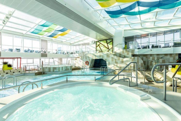 TUI Cruises Mein Schiff 4 Innenpool