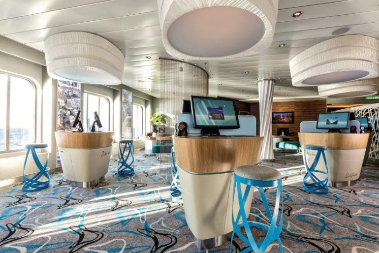 TUI Cruises Mein Schiff 4 Buchungscounter
