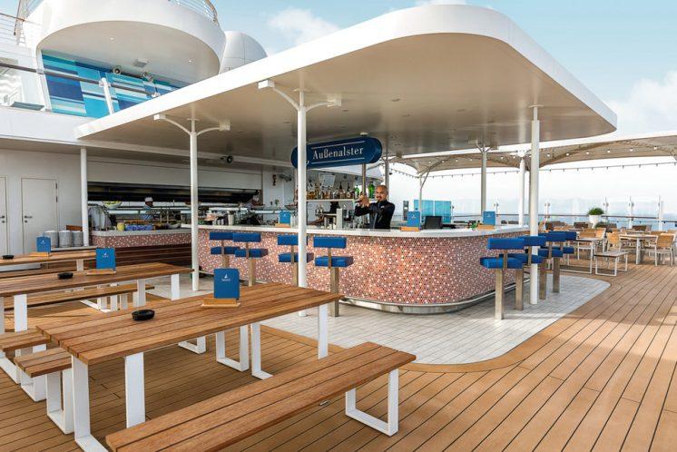 Neue Mein Schiff 1 Außenalster Bar & Grill